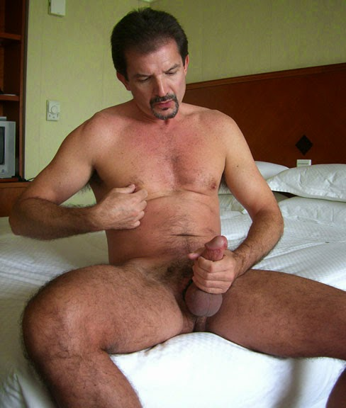 Mature dude has got long dick