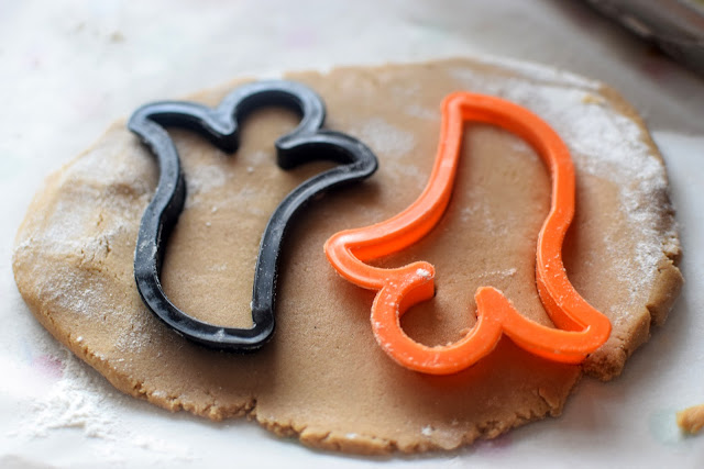 bake, ghost cookies, Halloween, UK, dress up, cookies, trick or treat, family, party, Halloween party