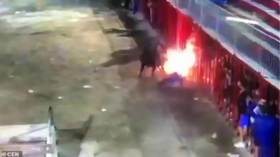 «Φλεγόμενος» ταύρος καρφώνει με τα κέρατα και σκοτώνει 71χρονο στην Ισπανία (βίντεο)