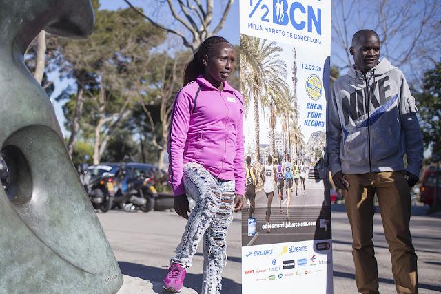 Florence Kiplagat y Abel Kirui en la presentación de eDreams Mitja Marató Barcelona 2017