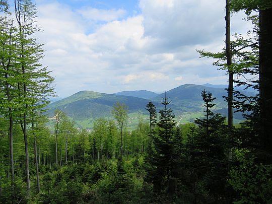 Śnieżnica (z lewej), Ćwilin (z prawej).