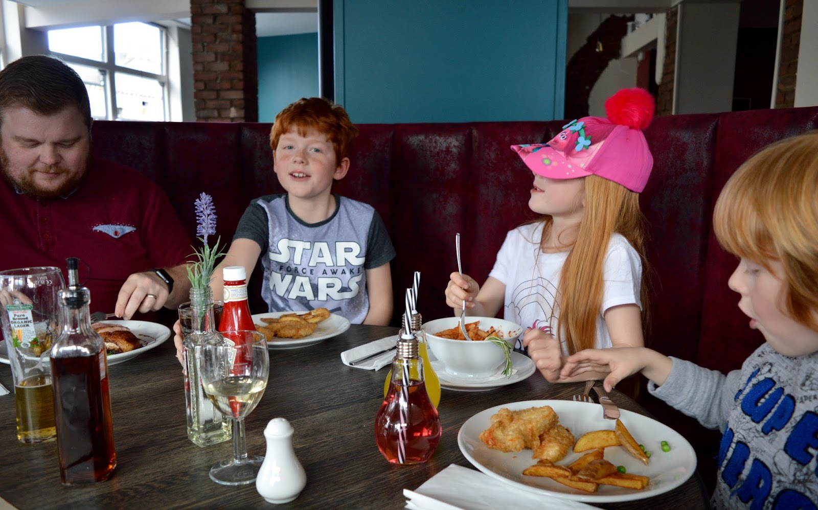 The best new restaurant in Whitley Bay - Evan's Bistro | Evening and Children's Menu Review  - booth seating
