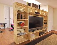 cajas de madera recicladas para mueble con television