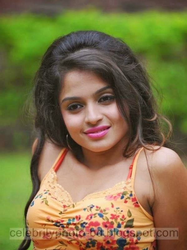 Deshi Hot Girl's Latest Photos 2014-2015 In Skin Tight Dresses