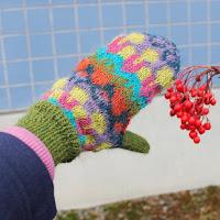 https://laukkumatka.blogspot.fi/2017/11/varikasi-multicolour-mittens.html