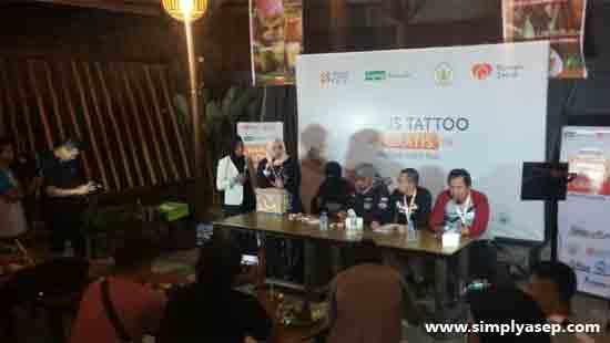 PRESS CONFERENCE : Suasana saat berlangsungnya konferensi pers peluncuran Program Hapus Tato Gratis - Rumah Zakat di Alila Cafe Pontianak hari Sabtu, 13 April 2019.  Foto Asep Haryono