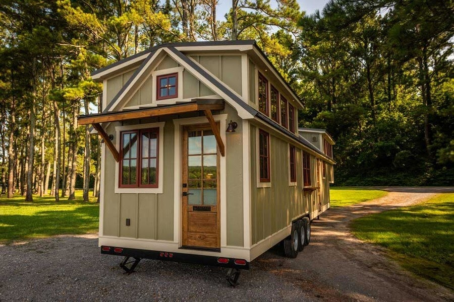10-External-Front-Timbercraft-Architecture-in-Mobile-Tiny-House-www-designstack-co