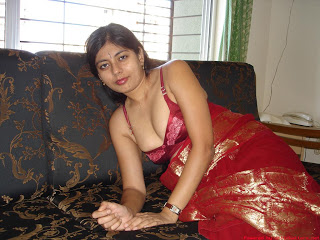 Indian Aunty Semi Nude Pics