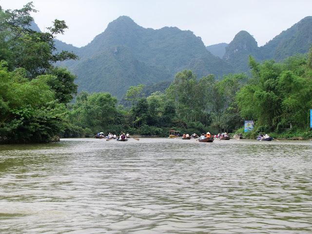 boat trip perfume pagoda vietnam