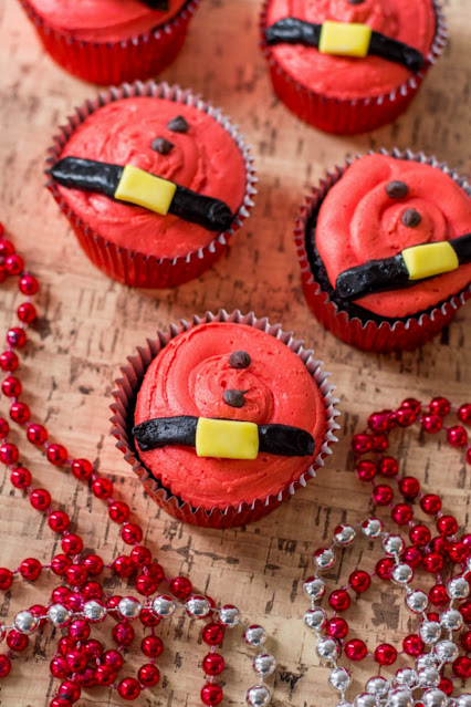 These cute Santa belt cupcakes are an easy and super fun way to bring the ho ho ho to your Christmas holiday!