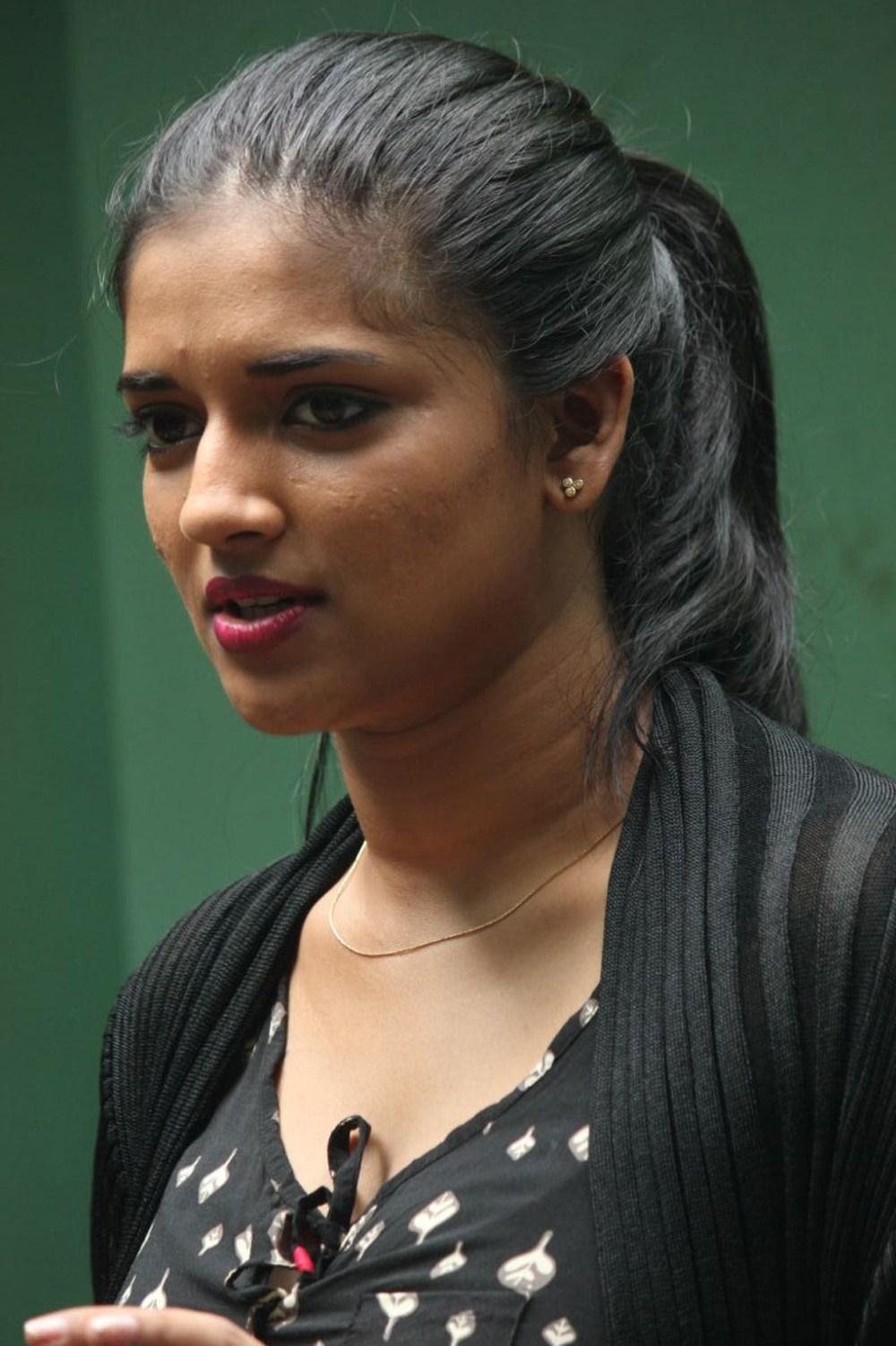 hot Vasundhara kashyap