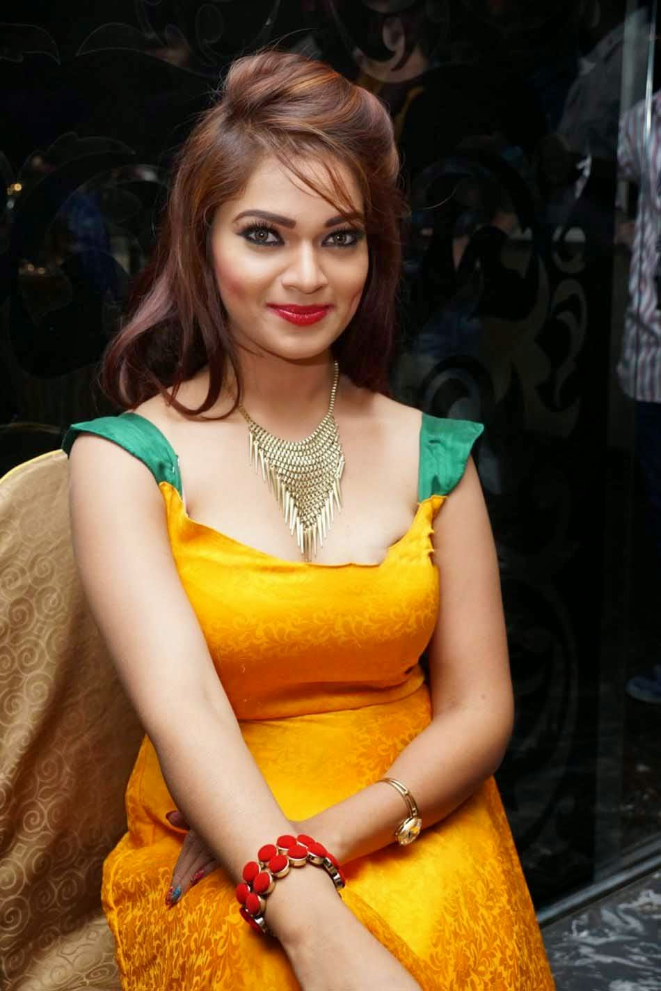 Hot Deep Cleavage Of South Actress-3146