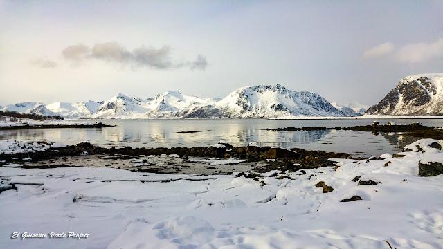 Lofoten, paisaje de montaña invierno, por El Guisante Verde Project
