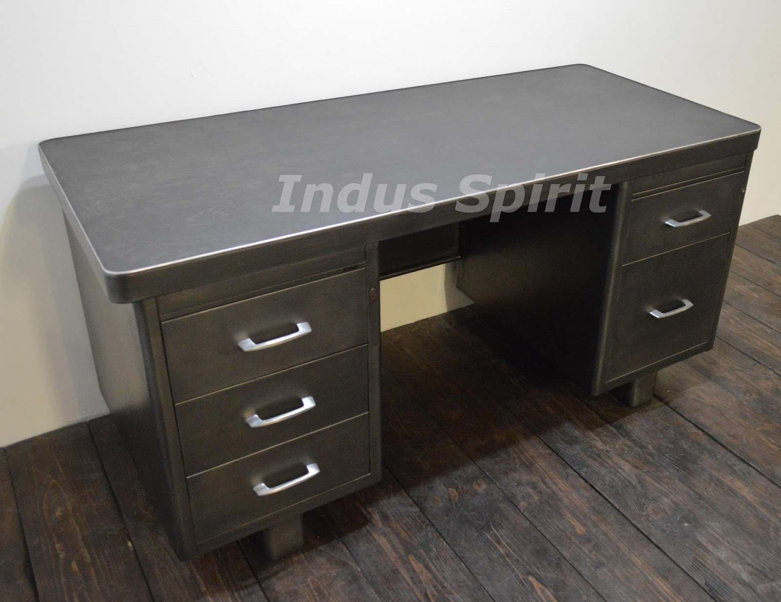 Bureau industriel roneo for Meuble bureau en metal
