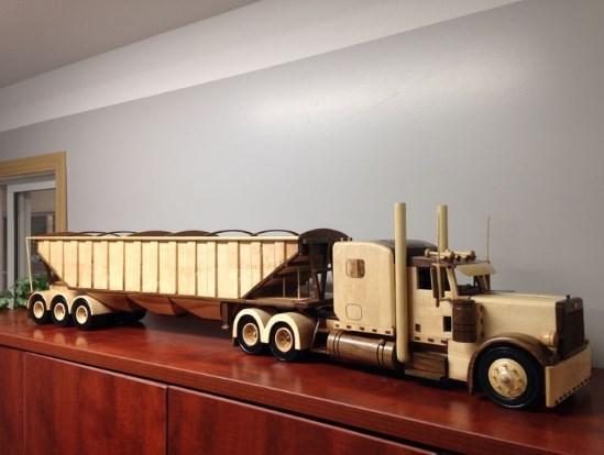 miniatur truk kayu keren dari kayu