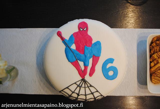 kakku, synttärikakku, Spiderman-kakku, Spiderman, täytekakku, synttärit