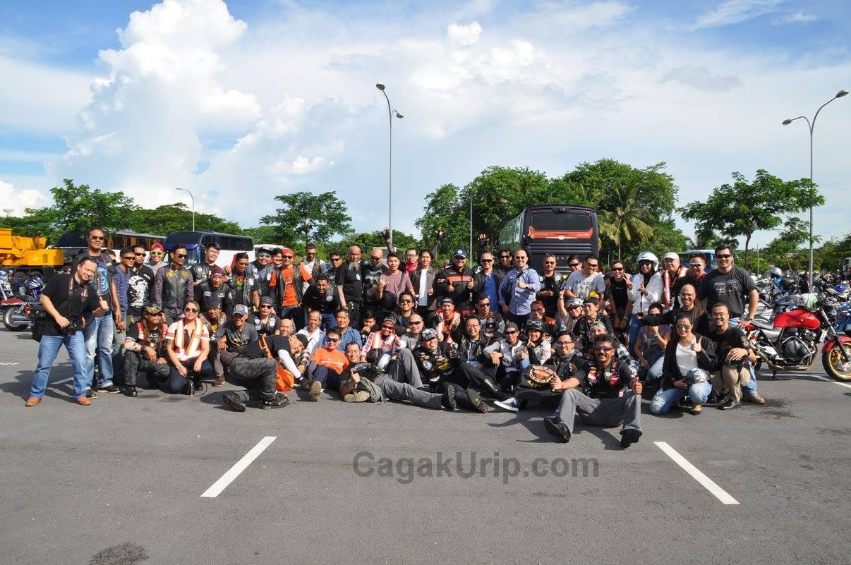 Foto bersama seluruh bikers di Tampines