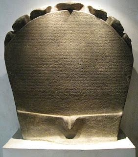 Isi Prasasti Telaga Batu Peninggalan Kerajaan Sriwijaya  Isi Prasasti Telaga Batu Peninggalan Kerajaan Sriwijaya