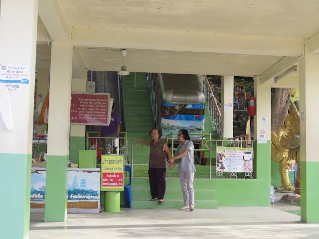 Funicular de subida a Wat Tham Kao Noi y Wat Tham Sua
