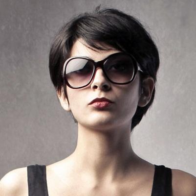 model+rambut+pendek+lurus