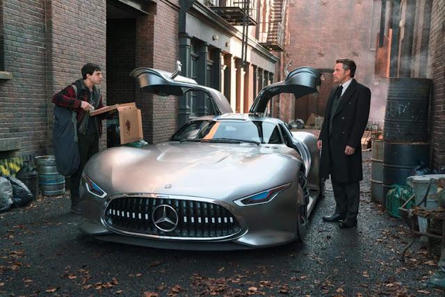 Liga da Justiça: carros da Mulher Maravilha e Bruce Wayne