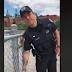 Il arrache les pancartes de COVID-19 dans les modules pour enfants et les apporte à un policier