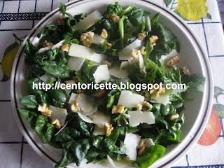 Spinaci freschi con scaglie di parmigiano e noci