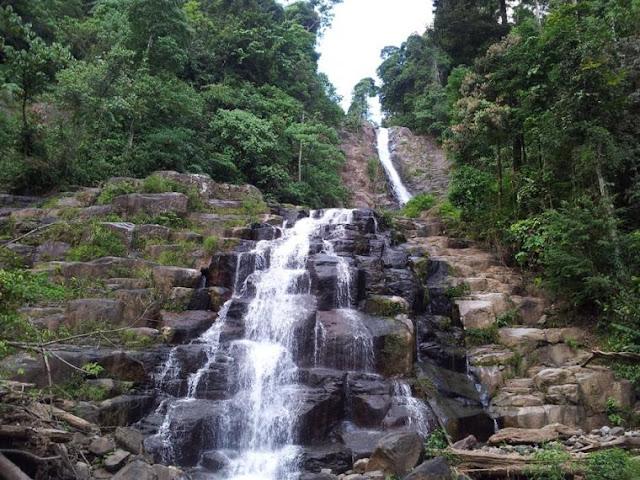 Air terjun Sarasah Siguntur Tuo di Padang.