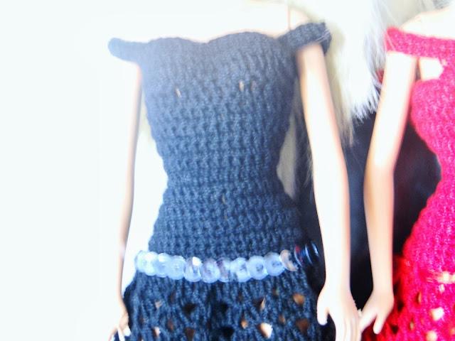 detalhe do Vestidos preto de Crochê Para Barbie  Por Pecunia MillioM