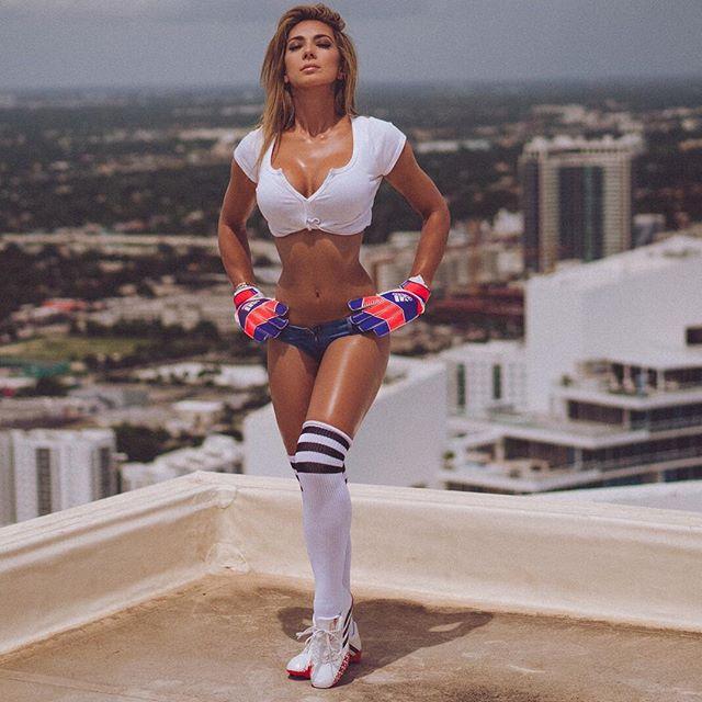 Hot girls Livia Gullo sexy Miss Brazil Fan Barca 8