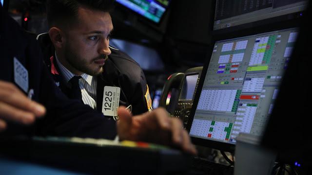 El Dow Jones sigue hundiéndose y pierde más de 700 puntos