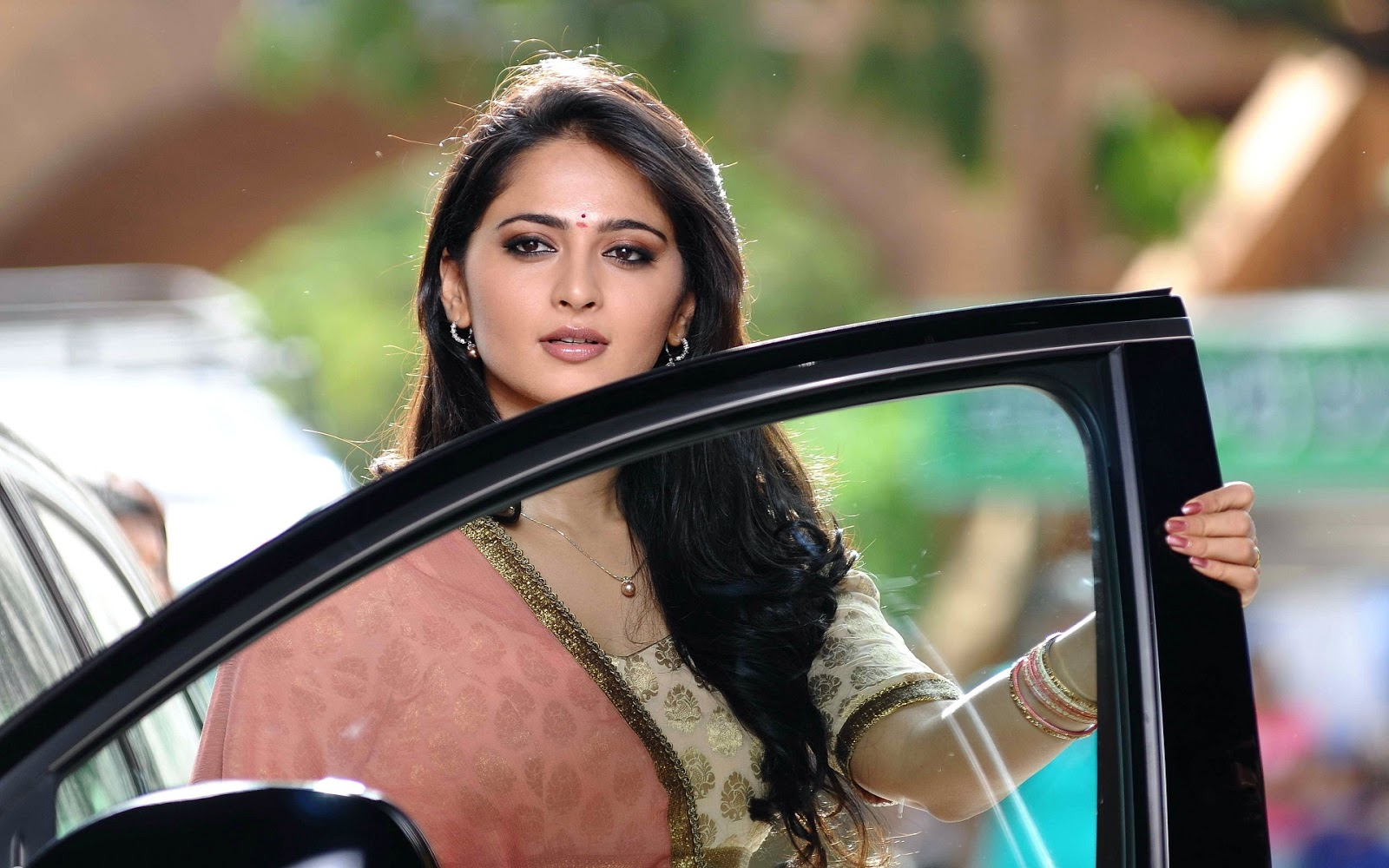 Beautiful Anushka Shetty Wallpaper