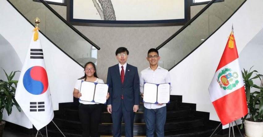 Becarios 2019 de Corea viajan a país asiático a iniciar estudios universitarios