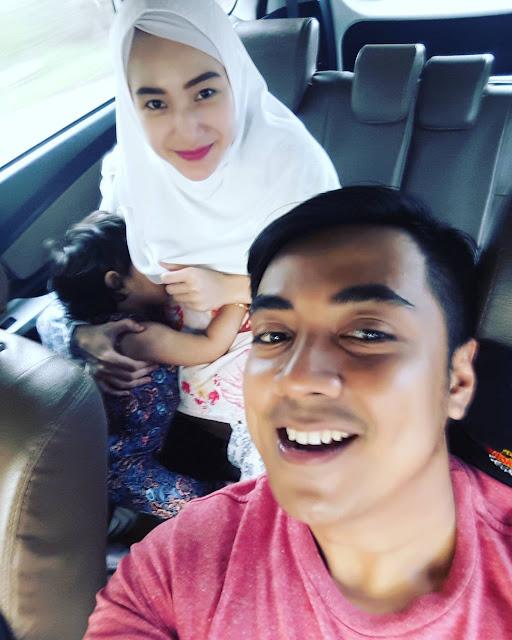 Pose Istri Ustadz Riza Dinilai Kurang Pantas, Netizen Minta Untuk Hapus Foto Yang Sudah Unggah