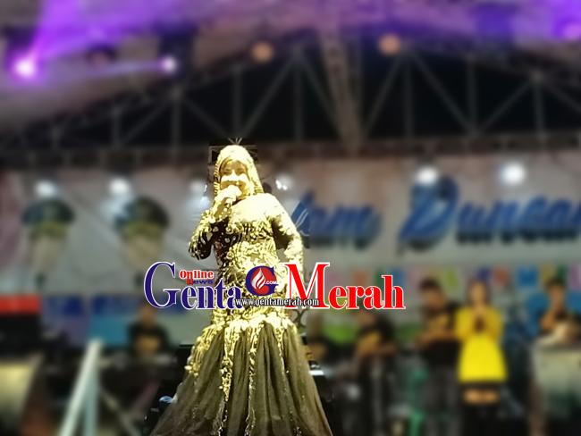 Elvi Sukaesih dan Duo Virgin Goyang Panggung HUT 10 Kabupaten Mesuji