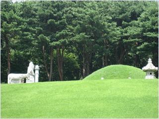สุสานยุงกอนนึง (Yunggeonneung Royal Tomb)