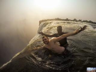 La piscine du diable devil's pool aux chutes victoria Zambie falls