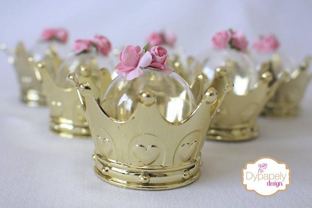 porta jóia dourado, festa de princesa, festa personalizada de princesa, personalizado dourado, personalizados de princesa, princess favor, princess party, porta jóia personalizado, porta jóia quadrado dourado, porta jóia princesa dourado, cúpula personalizada, cúpula dourada de princesa, cúpula personalizada de princesa, coroa dourada para docinho, porta jóia oval, porta jóia personalizado, porta jóia oval dourado, carruagem dourada, carruagem dourada princesa, carruagem dourada personalizada, carruagem de plástico dourada, porta jóia de plástico dourado, mini baleiro dourado, mini baleiro personalizado, mini baleiro dourado princesa, festa de princesa dourada, personalizados dourado, festa personalizada de princesa