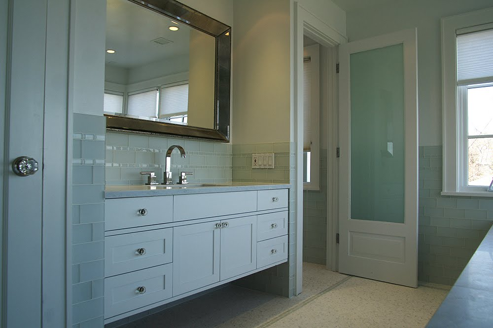 Bathroom design ideas glass tile home decorating - Frosted glass interior bathroom doors ...