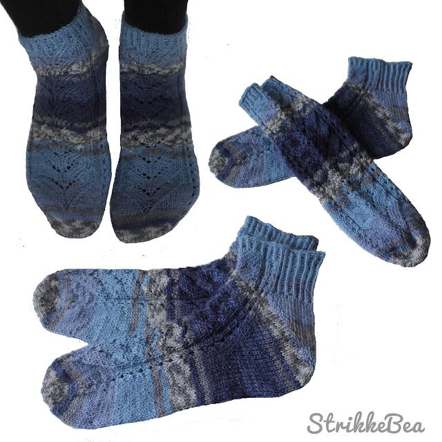 Blå sokker med hullmønster