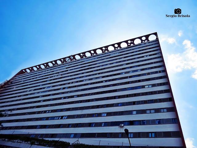 Perspectiva inferior da fachada lateral do Edifício Nações Unidas - Bela Vista - São Paulo