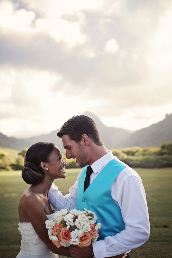 Hawaii+destination+wedding+salmon+pink+peach+orange+blue+turquoise+tropical+beach+tim+tebow+wedding+married+girlfriend+fiance+bouquet+gown+cake+chevron+modern+Creatrix Photography+7 - Tropical Oasis