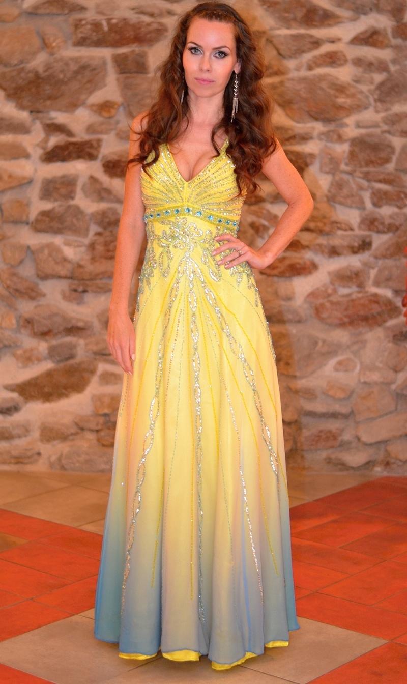 Jak si vybrat šaty na ples   maturitní ples   do tanečních - video ... 2f3d9c3c2bf