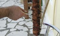 Φτιάξτε πεντανόστιμο κοκορέτσι με τη συνταγή παραδοσιακού μάστορα