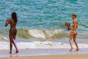 Sand Beaches: Naomi Campbell and Kate Moss in Brazil