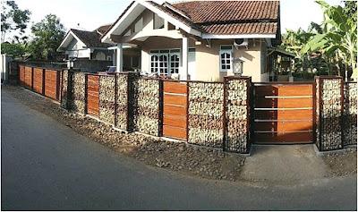 desain pagar batu alam oranye