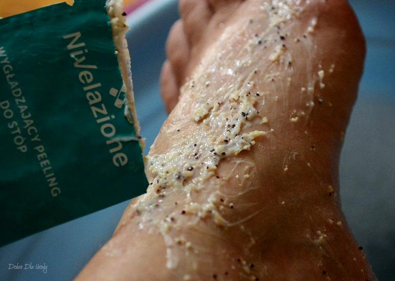 Profesjonalna kuracja parafinowa do stóp Laboratorium Farmona Wygładzający peeling do stóp