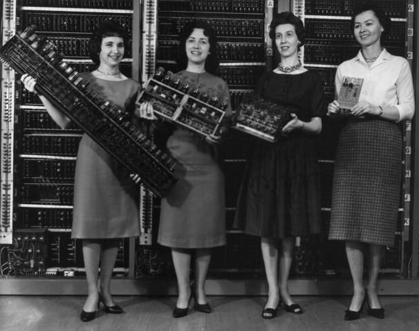 ENIAC en las manos de las primeras programadoras