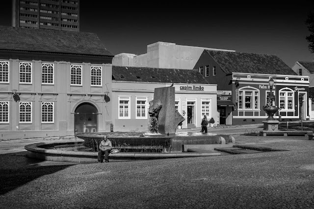 A Fonte da Memória (em preto e branco)