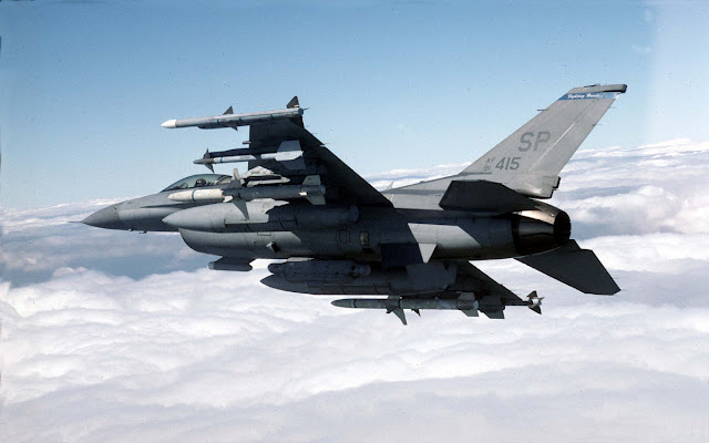 Resultado de imagen de El Su-35 contra el F-16